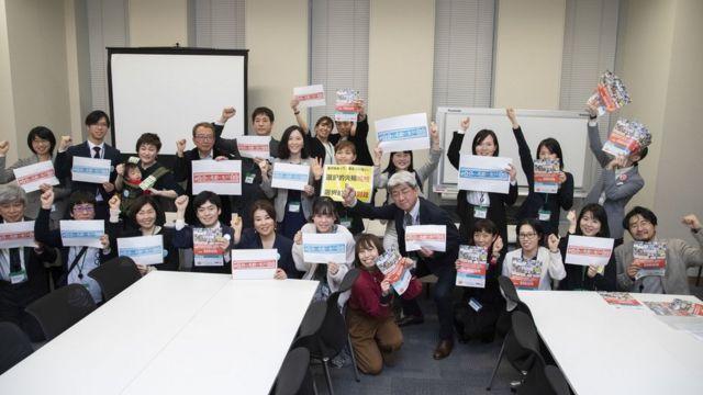 Ativistas pedem a reforma da lei de sobrenomes após reunião com parlamentares