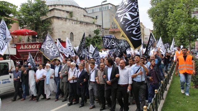 Hizb-ut Tahrir'in 2015'te İstanbul, Fatih'te düzenlediği bir yürüyüş.