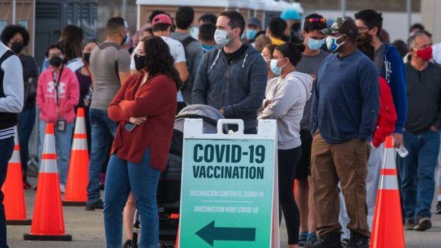 플로리다에선 부유한 방문객들이 주민들에 앞서 백신을 맞으려는 현상이 나타났다