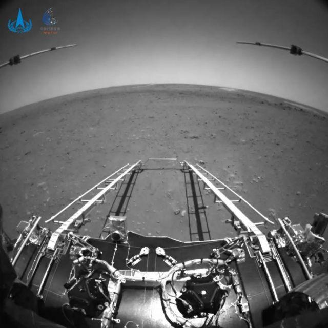 Zhurong'un ön kamerasından Utopia Planitia
