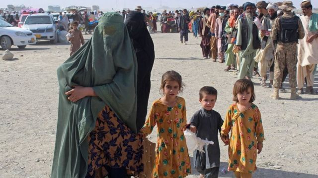 People trying to leave Afghanistan