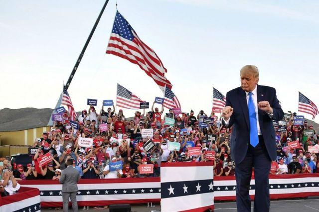 트럼프는 대규모 유세 활동을 활발히 하고 있다