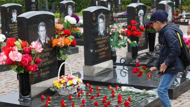 Cementerio en San Petersburgo, onde foram enterrados os restos de marinheiros mortos no submarino Kursk.