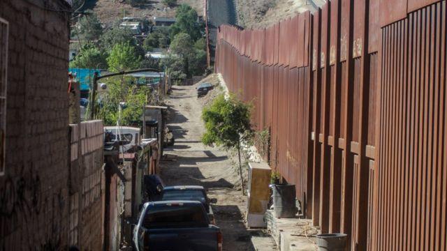 Valla que separa México y Estados Unidos