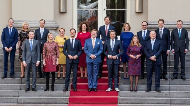 A group photo of the resigned government