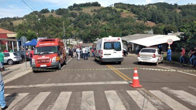 Rua diante da escola infantil atacada, em Saudades (SC)