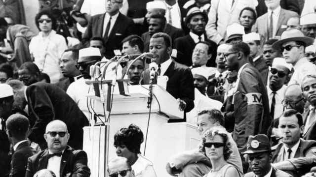 John Lewis ariko ashikiriza ijambo mu myiyerekano rurangiranwa i Washington mu 1963