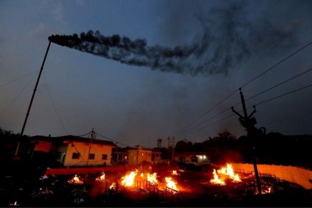 인도 보팔에서 코로나19 사망자의 장례식이 치러지고 있다