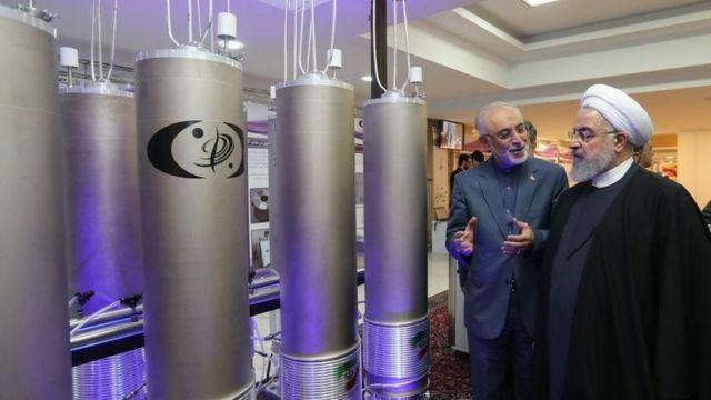روحاني يتفقد إحدى المنشآت النووية