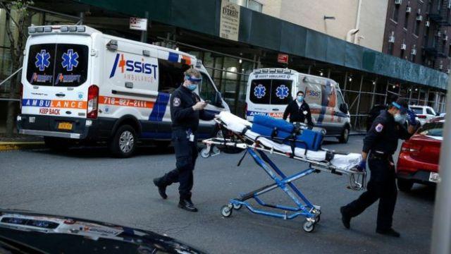 Servicios de emergencias en las calles de Nueva Yotl