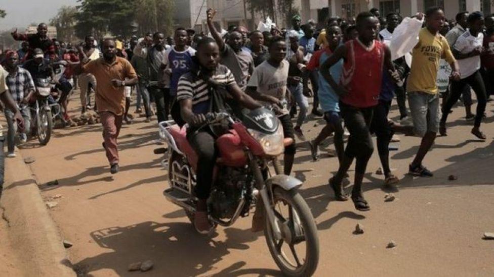 Several hundred people demonstrate on December 27, 2018 in Beni
