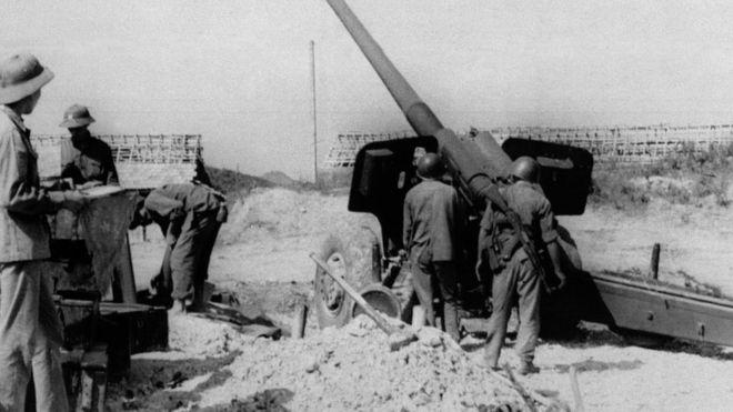 Một đơn vị pháo của Quân đội Việt Nam tại tỉnh Lạng Sơn đang chiến đấu chống lại cuộc xâm lấn của Trung Quốc dọc biên giới dài 230 km giữa hai nước ngày 23/2/1979. Vào ngày 17/2/1979 sau nhiều tháng khẩu chiến và xung đột, Trung Quốc tiến hành cuộc tổng tấn công vào Việt Nam, nước đồng minh cộng sản của họ để