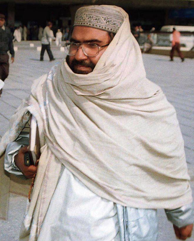 Masood Azhar arriving at Karachi airport in Pakistan, 2000