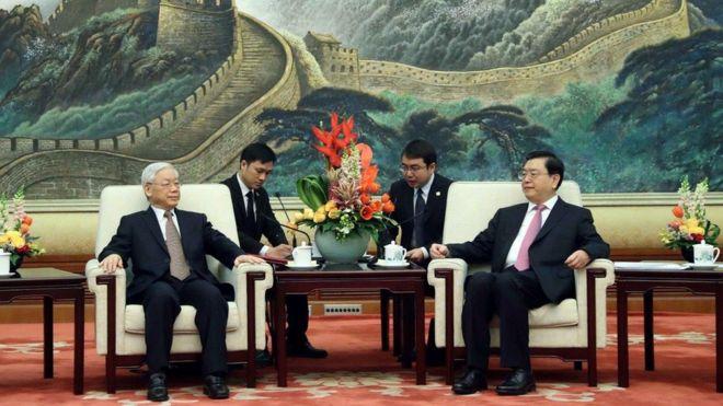 TBT Nguyễn Phú Trọng và Chủ tịch Ban Thường vụ QH Trương Đức Giang ở Bắc Kinh hôm 13/01/2017