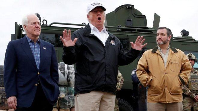Mr Trump ayaa booqday xadka Mareykanka uu la leeyahay