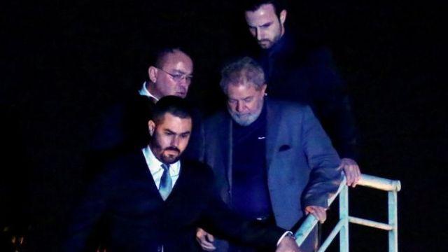 Lula chega a Curitiba