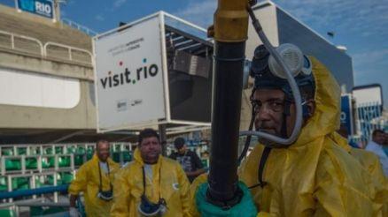Municipal agents spray anti-Zika mosquito chemical at the sambadrome in Rio de Janeiro. Photo: 25 January 2016