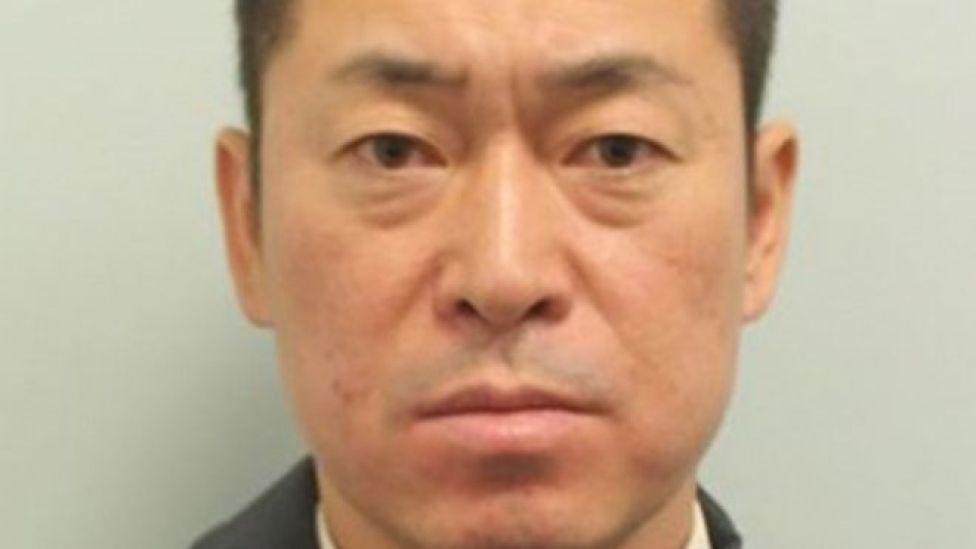 JAL副操縦士の実川克敏被告は、乗務予定だった航空便の出発50分前に受けた呼気検査で上限値の9倍を超えるアルコールが検出されたため逮捕された