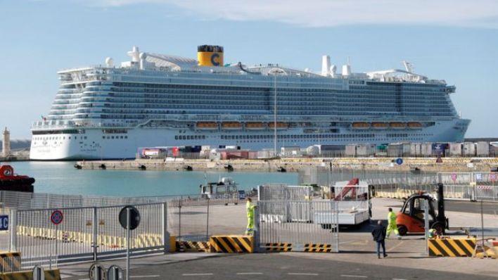 Yolcuların gemiden çıkışlarına izin verilmiyor.