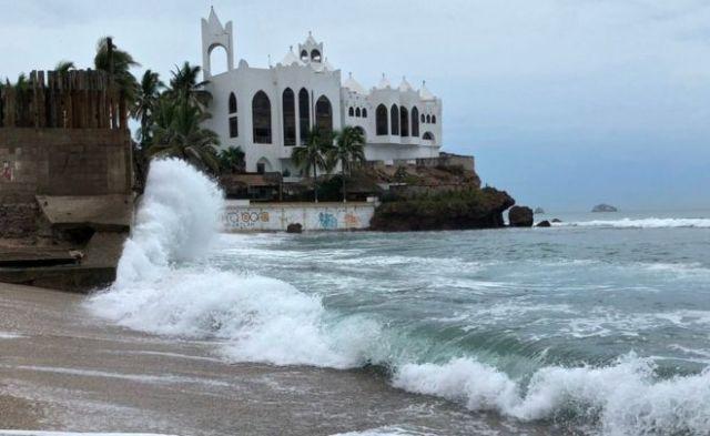 Imagen de la costa de Mazatlan, en el estado mexicano de Sinaloa, antes de la llegada del huracán Willa.