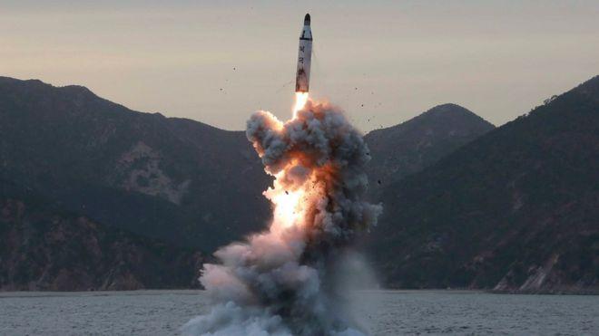 Image result for Corea del Norte lanza un misil balístico hacia las aguas de Japón