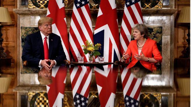 Tổng thống Mỹ Donald Trump có cuộc gặp song phương với Thủ tướng Anh Theresa May trước một cuộc gặp tại Chequers, dinh thự đồng quê của thủ tướng, phía Tây Bắc London hôm 13/7.