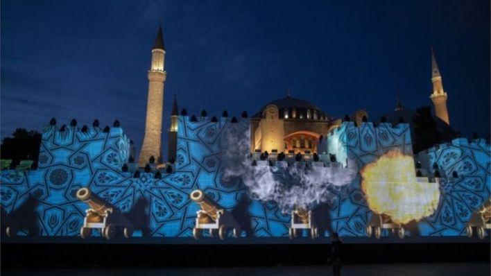 İstanbul'un fethinin yıldönümü kutlamaları kapsamında Ayasofya'da Fetih Suresi okundu