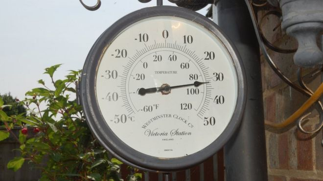 Thermometer, Ipswich, midday Wednesday, showing 32 degrees Celsius