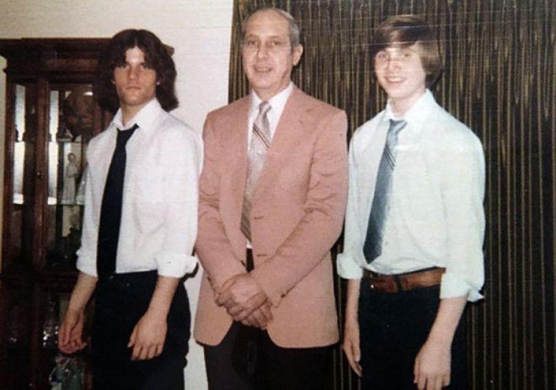 Paul (esquerda), seu pai Chester (centro), e o irmão Dave