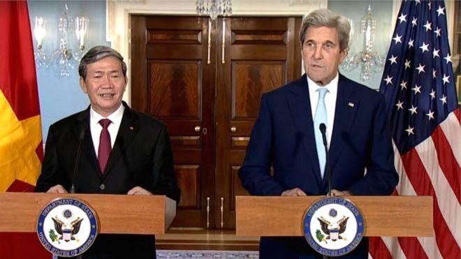 Họp báo giữa hai ông Đinh Thế Huynh và John Kerry
