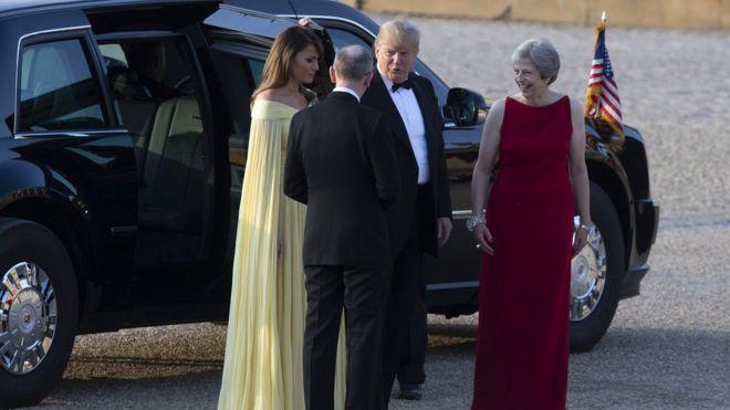 Thủ tướng Anh Theresa May và phu quân Philip May đón Tổng thống Mỹ Donald Trump và Đệ nhất Phu nhân Melania Trump tại Điện Blenheim ở Woodstock, Anh hôm 12/7.