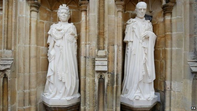 Statues of the Queen and the Duke of Edinburgh at Canterbury Cathedral