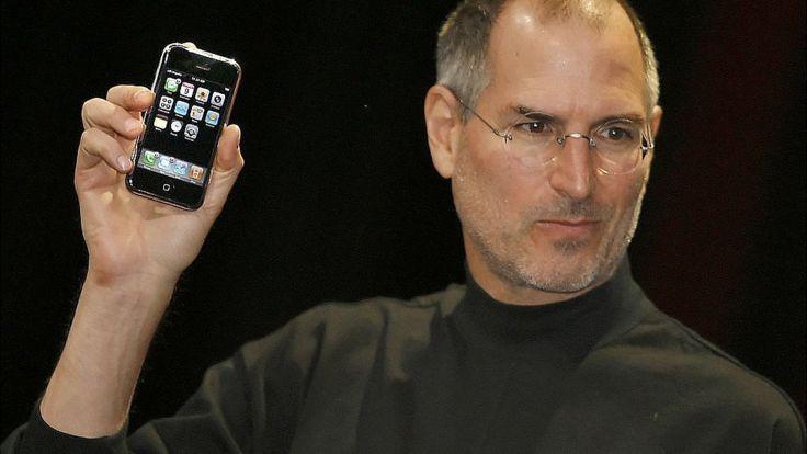 Steve Jobs presentando por primera vez el iPhone.