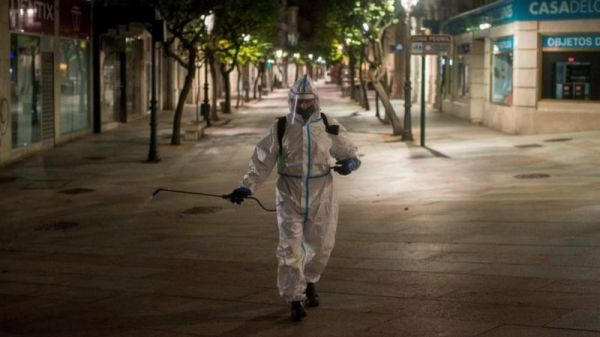 Coronavirus: Spain's funeral homes strike as cases rise
