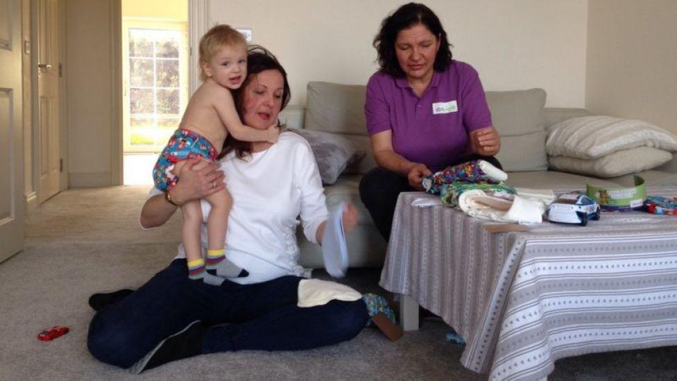 Laura Finnegan con una cliente y su bebé