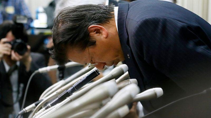 Mitsubishi Motors President Tetsuro Aikawa bows during a press conference on April 20, 2016 in Tokyo, Japan
