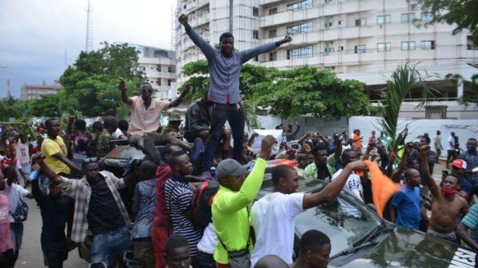 crowd protesting in Nigeria