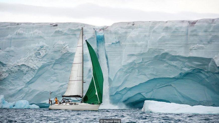 Austfonna là khối băng lớn nhất Svalbard và là một trong những tảng băng lớn nhất thế giới