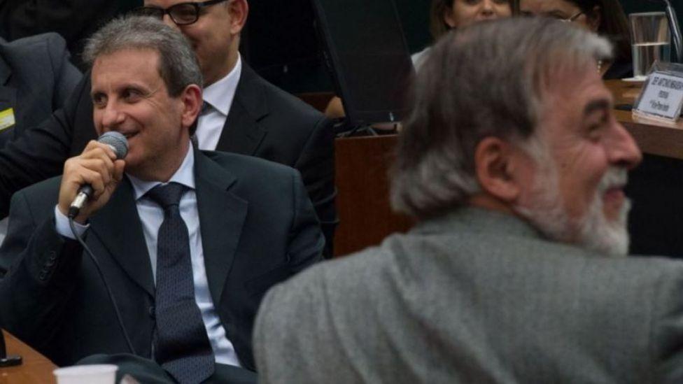 Alberto Youssef y el exdirector de la Petrobras Paulo Roberto Costa en el Congreso de Brasil.