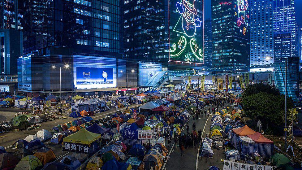 2014年雨伞运动爆发,张同学发现公民抗命这种在通识课中习得的知识并非纸上谈兵