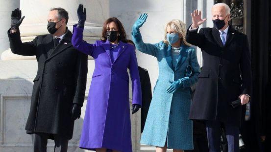 Inauguration fashion: Purple, pearls, and mittens - BBC News