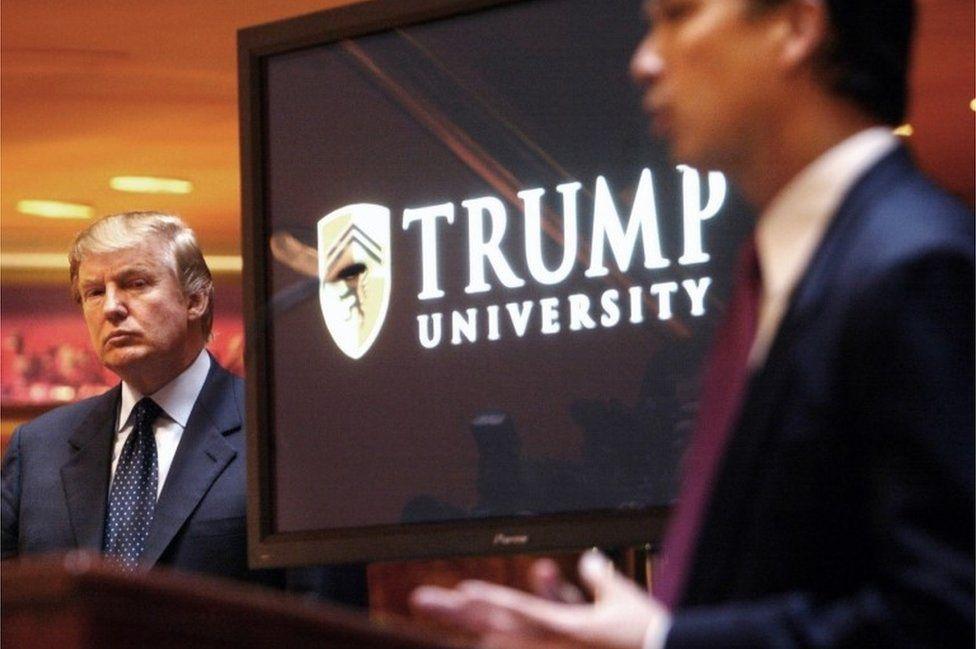 Donald Trump tại hôm khai trương trường đầu tư Đại học Trump năm 2005