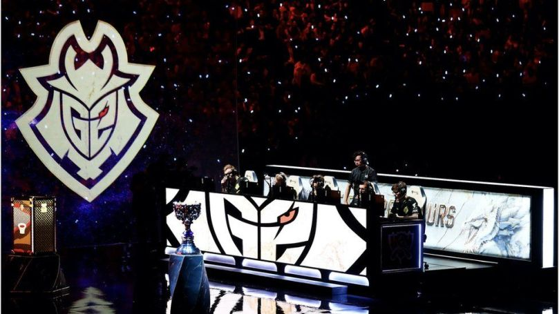 G2 esports live on stage