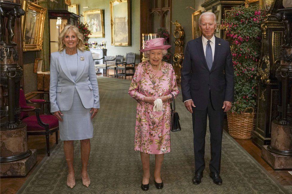 Queen meets Joe Biden at Windsor Castle - BBC News