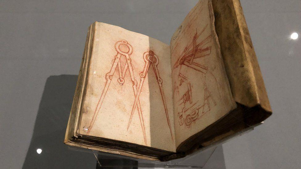 Малюнок циркуля в записнику художника