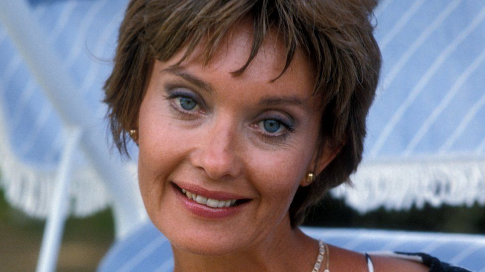 Upstairs, Downstairs actress Nicola Pagett dies aged 75 - BBC News