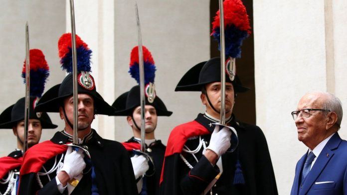 Italian soldiers in ceremonial dress salute Tunisian President Beji Caid Essebsi in Rome, Italy - Wednesday 8 February 2017