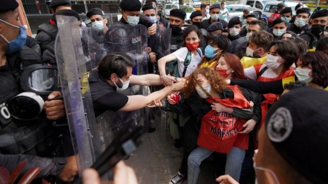 Turkish riot police officers scuffle with demonstrators