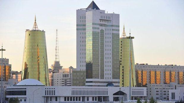 Derechos de autor de la imagen GETTY IMAGES Nazarbayev mandó a construir la nueva ciudad desde cero y convocó a renombrados arquitectos para diseñarla.