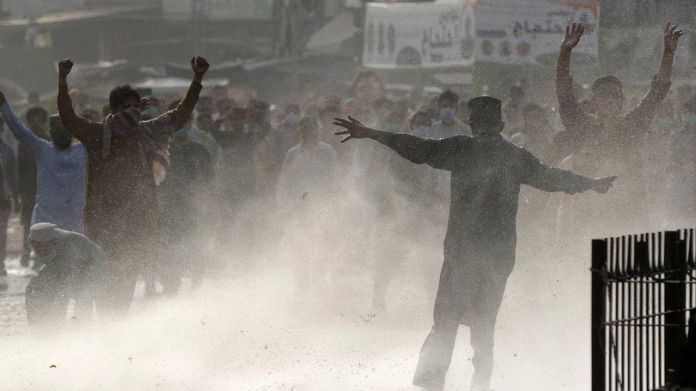 Police clash with supporters of Islamic political party Tehreek-e-Labbaik Pakistan (TLP)